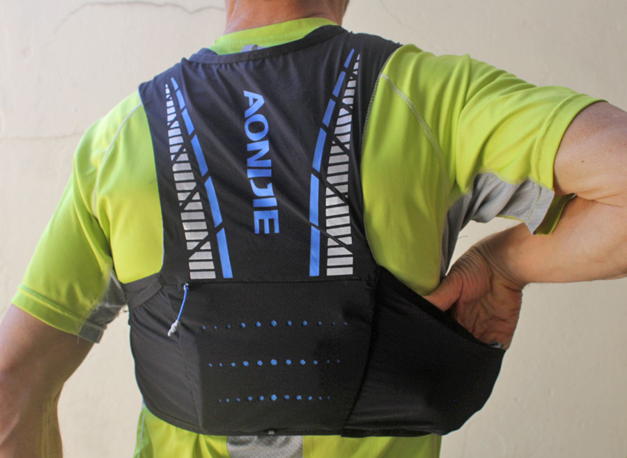 Aonijie Moderate Gale 5L hydration vest back view