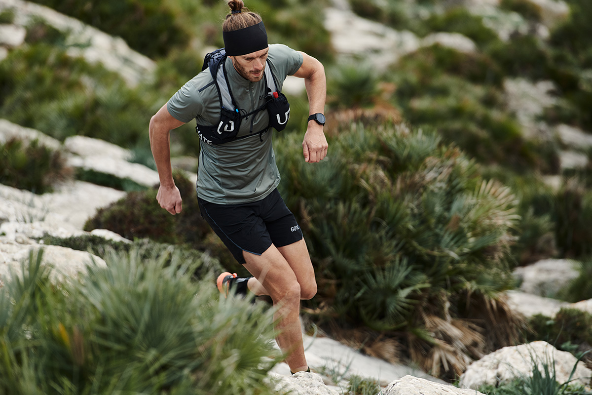 Polar Grit X lifestyle male trail runner 9-lifestyle-1200pixels-website-TRAIL-magazine-competition-t36